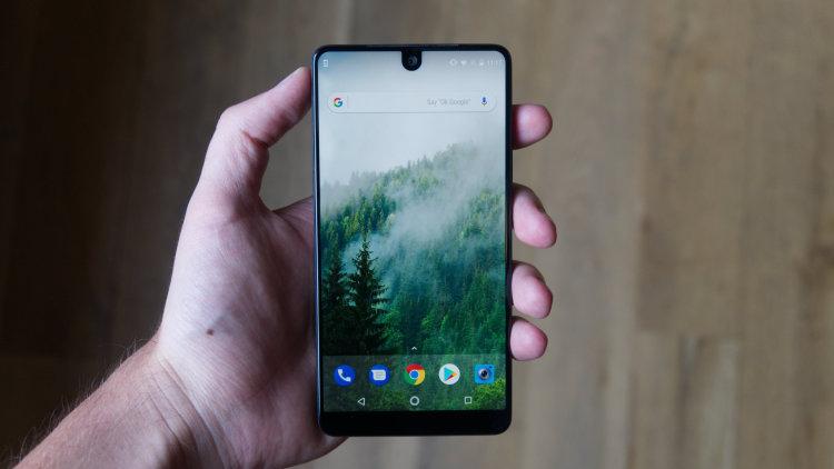 Essential Phone потерял в цене
